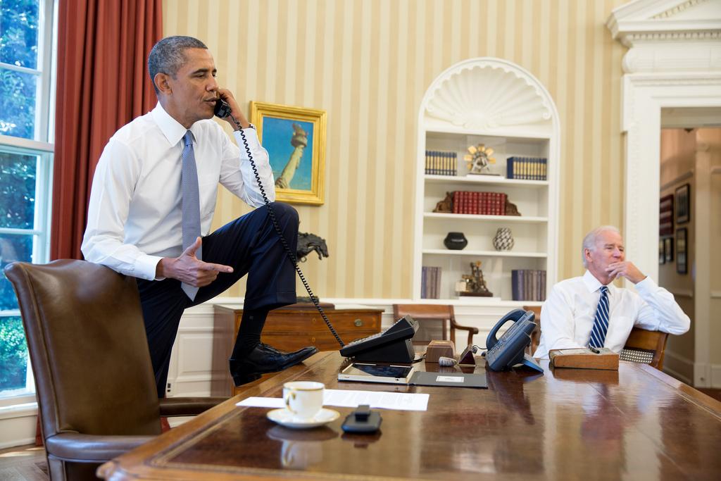 obama-desk